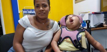 petite fille handicapée
